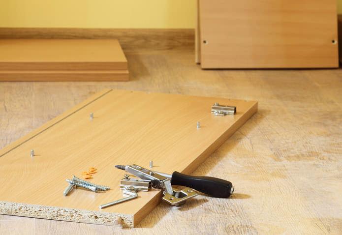 Разглобяване на мебели