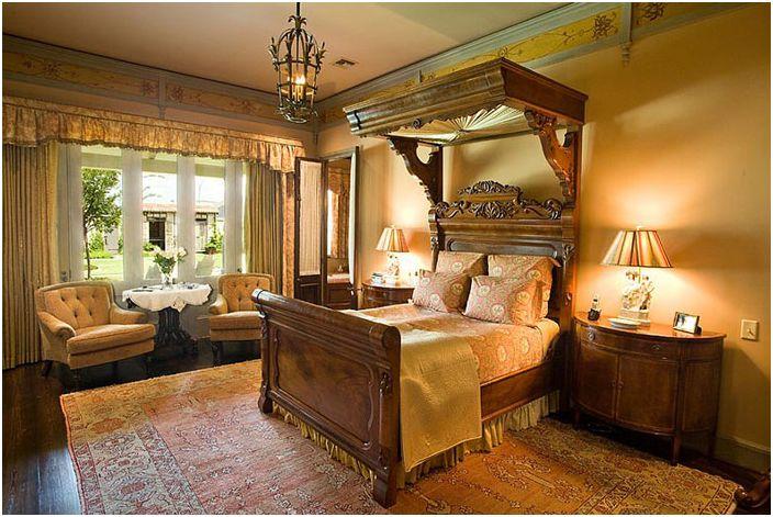 Anderson Custom Homes Wiktoriańskie łóżko