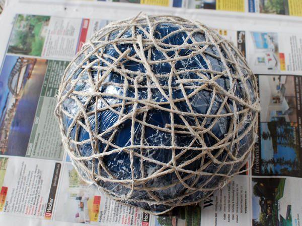как сделать вазу из ниток и клея?