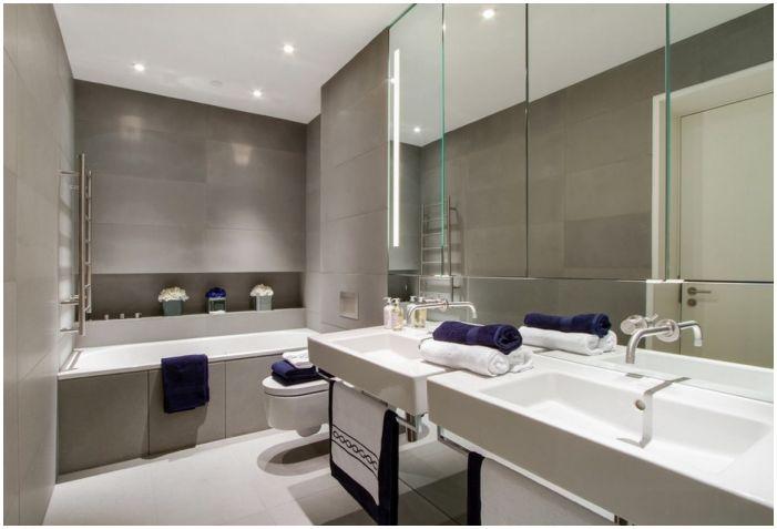 сиви плочки в банята в комбинация с бели тела