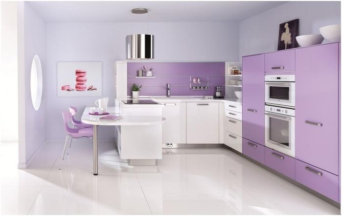 Дизайн на кухня в люлякови тонове