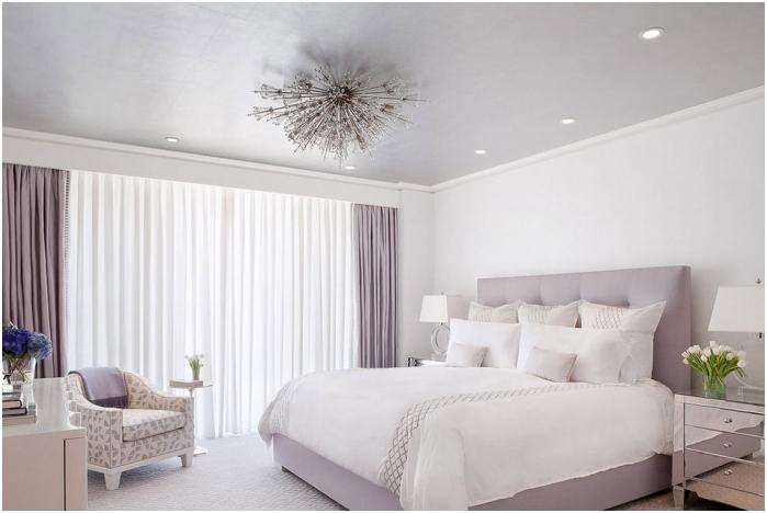 Дизайн на спалня в люлякови цветове