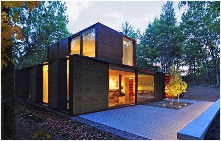 Плисирана къща е къща в гората.