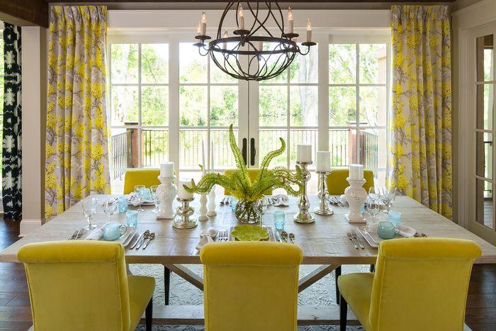 Стильный интерьер с жёлтым декором