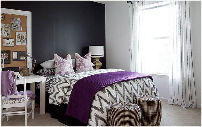 Интериор на спалнята с работно място от Dayka Robinson Designs