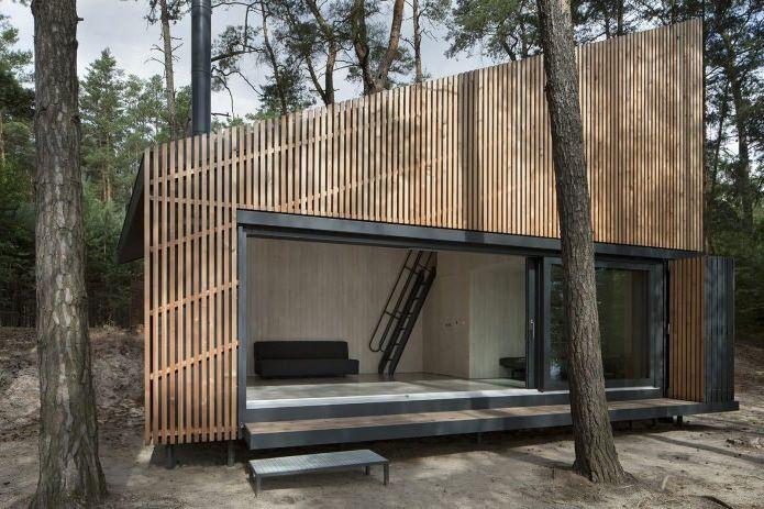 Projekt małego prywatnego domu w lesie