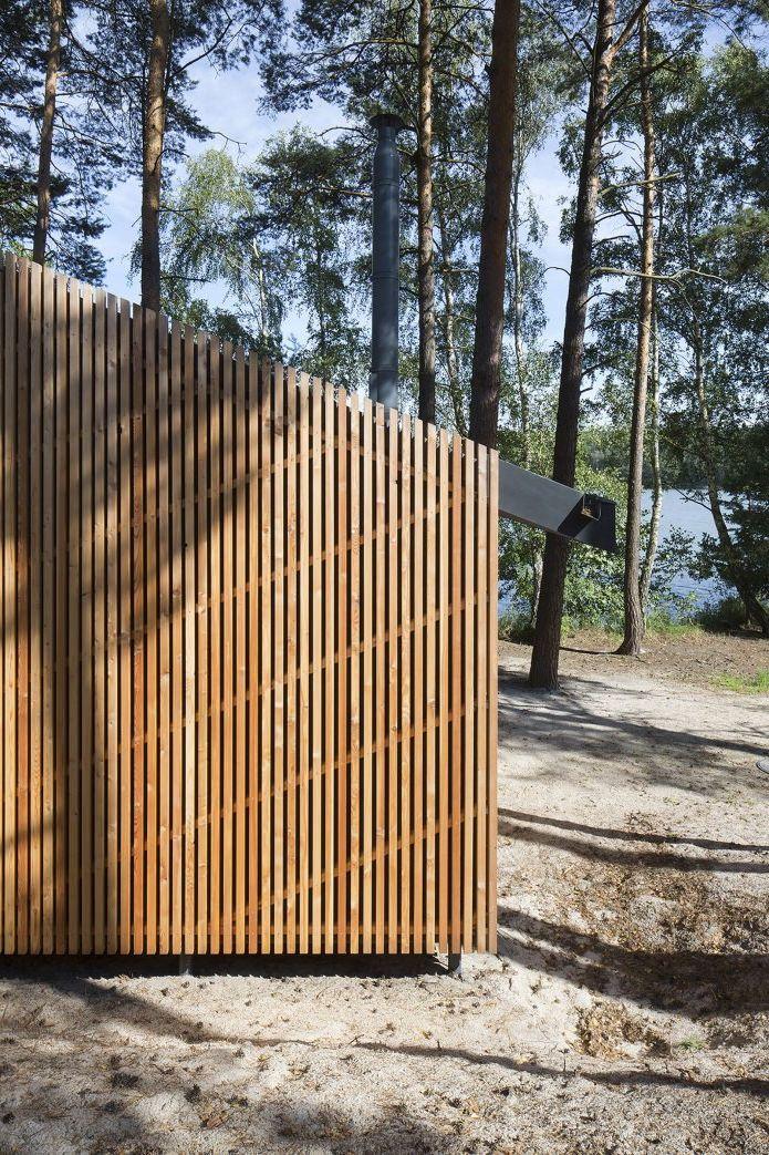 elewacja domu osłonięta listwami drewnianymi