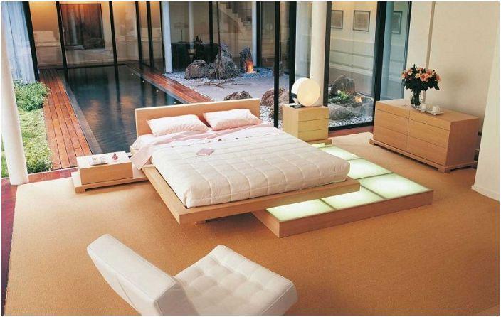 Прекрасен декор за спалня от Roche Bobois в кремави тонове.