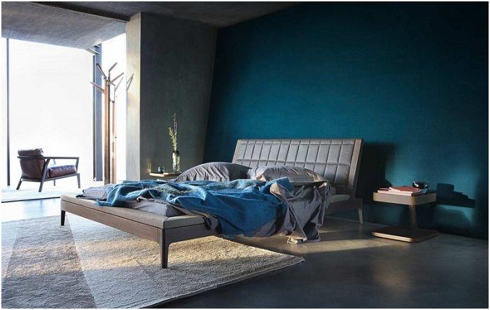 Интересен дизайн на стаята в тъмносини цветове от дизайнерска компания.