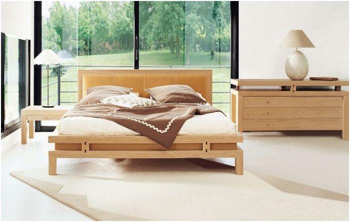 Деликатно обзавеждане в спалнята, декорирано в кремави и шоколадови цветове.