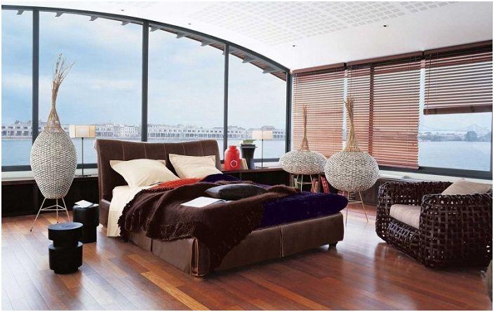 Прекрасна спалня от Roche Bobois със зашеметяваща гледка.