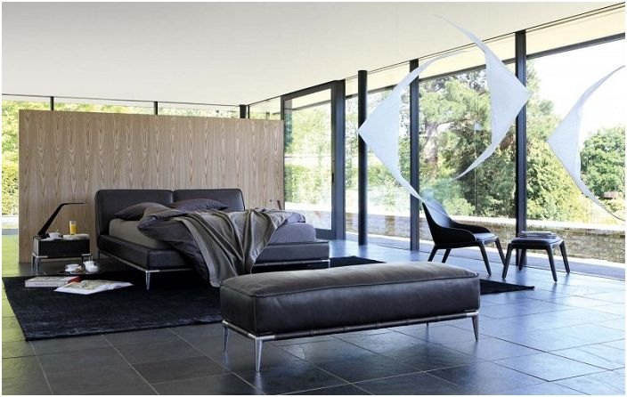 Шикозно решение за декориране на спалня са черните мебели.