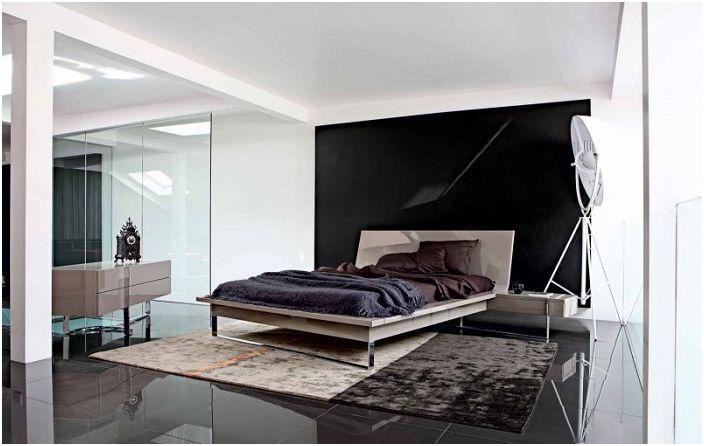Хубава спалня от Roche Bobois в тъмни нюанси.