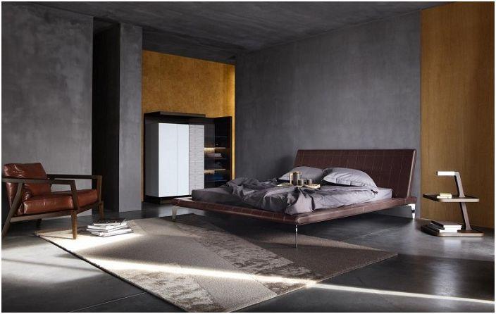 Сива спалня с кафяви елементи.