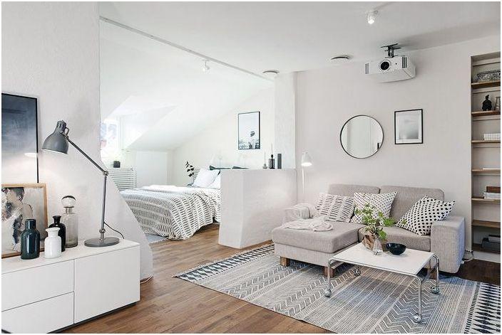 Łóżko za małą ścianką działową