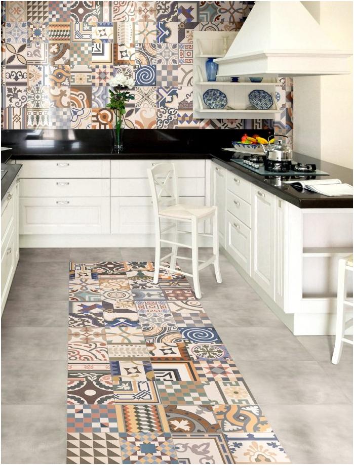 podłoga i ściany w kuchni w stylu patchwork