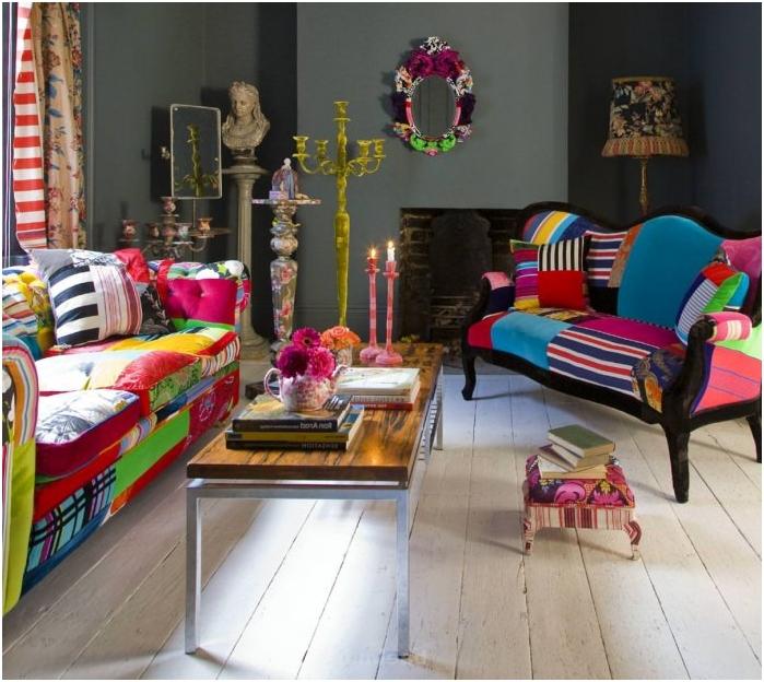 sofa w stylu patchwork we wnętrzu