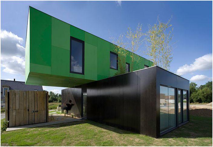 Сграда с кръстосани къщи
