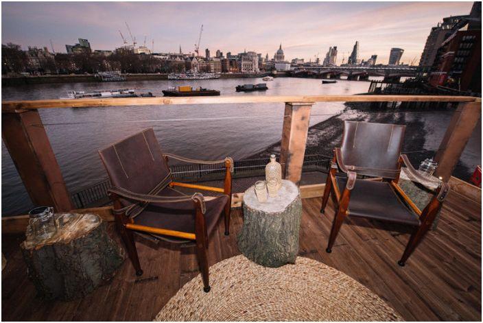Тераса `` Африка '' малка къща с изглед към Лондон.