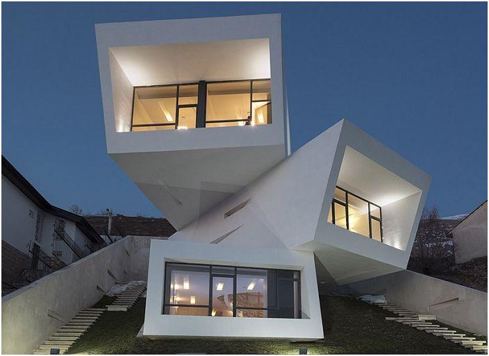Три гледки / Къща е футуристична къща в покрайнините на Техеран.