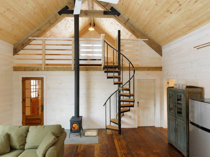 опции за стълби в къщата: спирала