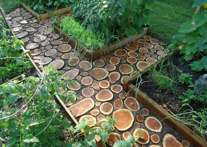 Пътека от дървени разфасовки.