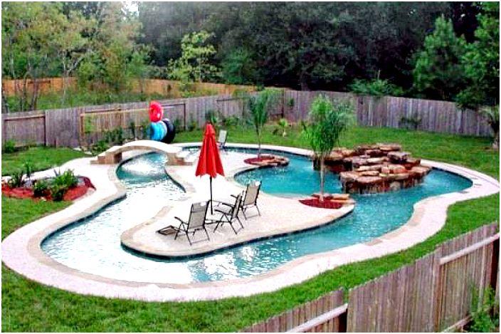 Декоративно езерце в задния двор.
