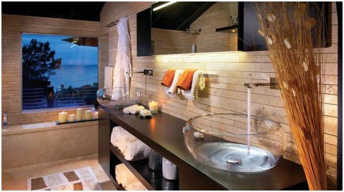 стеклянная раковина в интерьере ванной