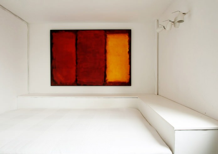 спальня в загородном дома в стиле минимализм