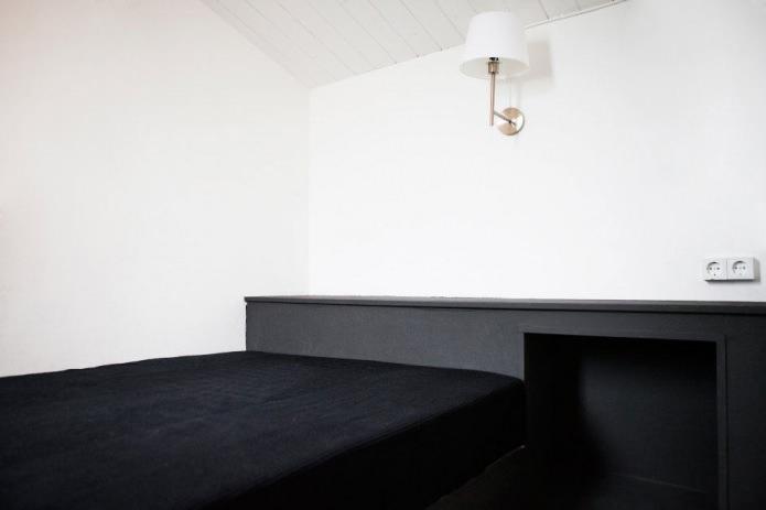 интерьер спальни в загородном доме в стиле минимализм