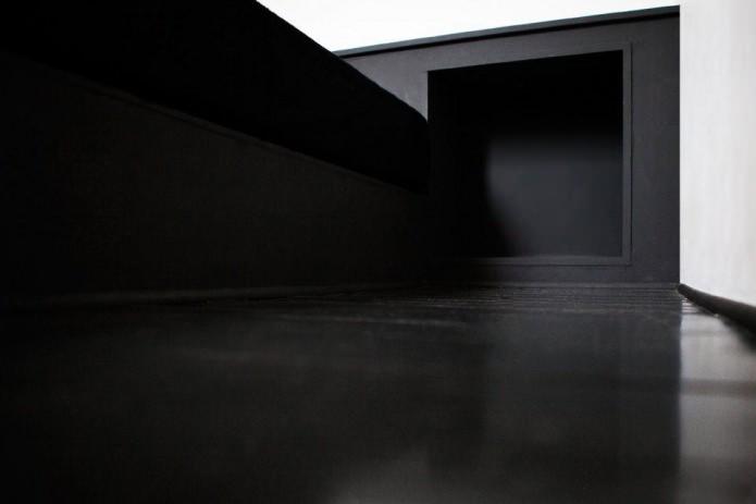 черный пол