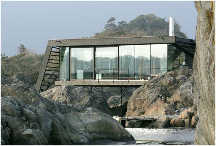 Лил Ароя е селска къща на норвежкия бряг.