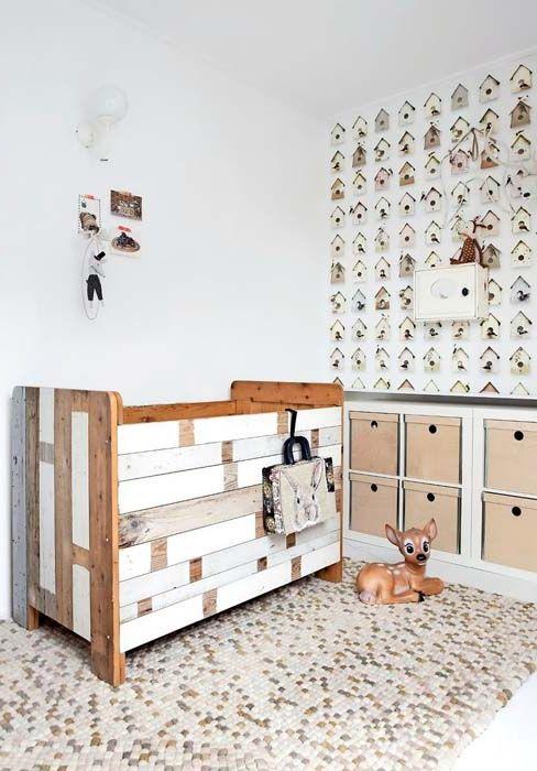 Szopka drewniana do pokoju dziecięcego.