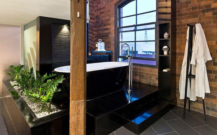 Ванная комната в индустриальном стиле в виде спа-центра