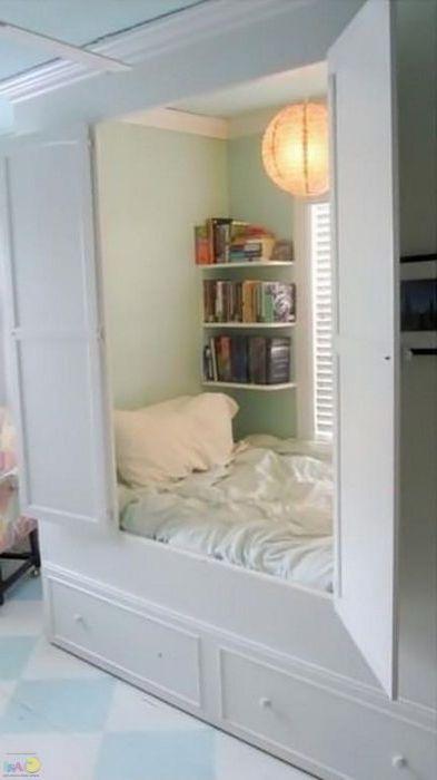 Спрятанная в шкафу кровать.