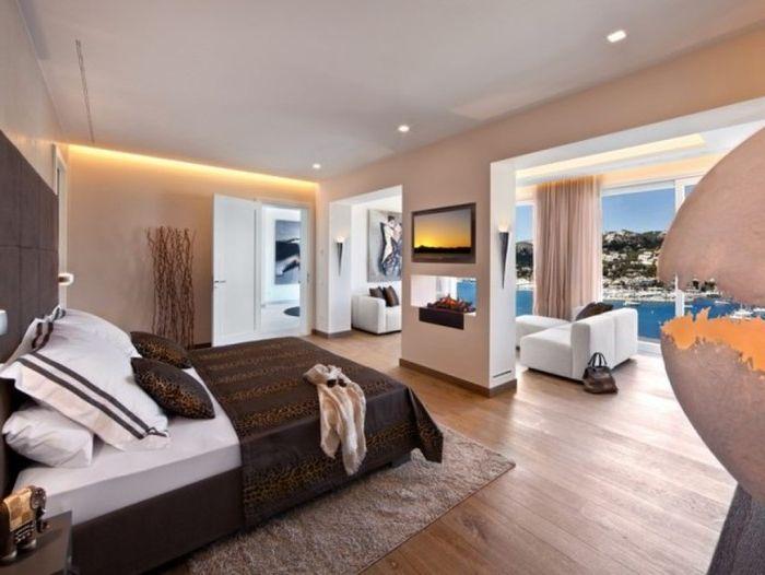 Sypialnia z widokiem na morze.