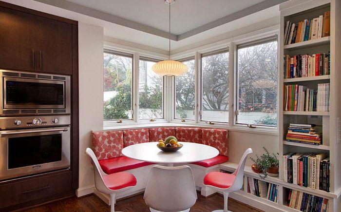 Зона столовой с угловым окном