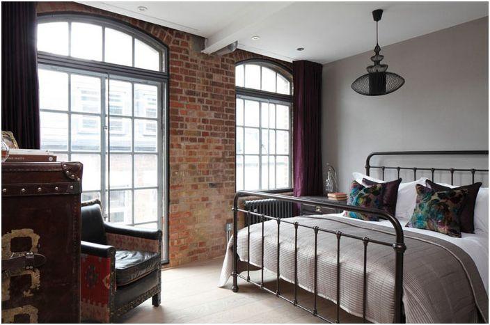 Wnętrze sypialni autorstwa Olivera Burnsa