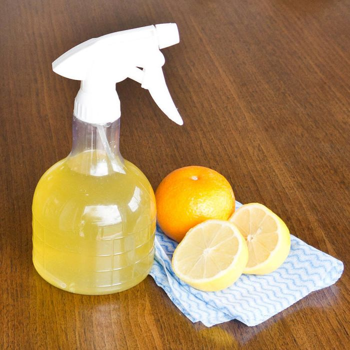 Ароматен, екологичен почистващ спрей, който мирише на цитрусови плодове.