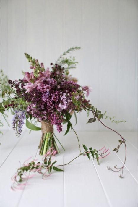 Красивите и ароматни цветя във ваза ще добавят цвят и живот на апартамента.