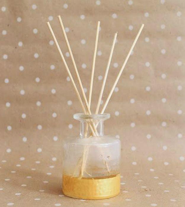Етеричните масла от лимон, мента или лавандула моментално ще изпълнят стаята с успокояващ пролетен аромат.