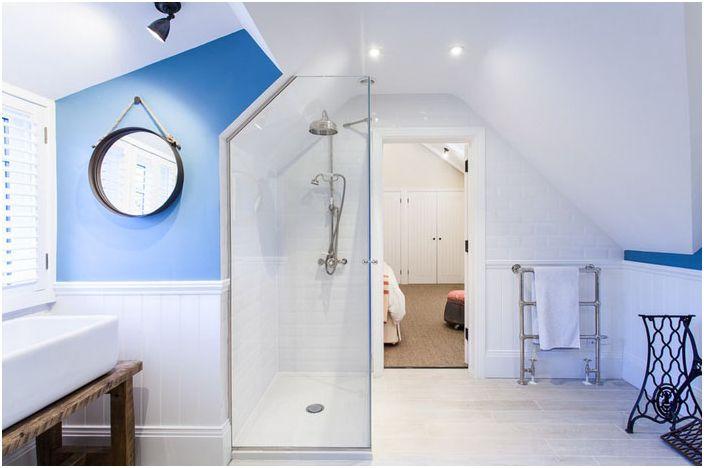 Интериор на банята от Randell Design Group