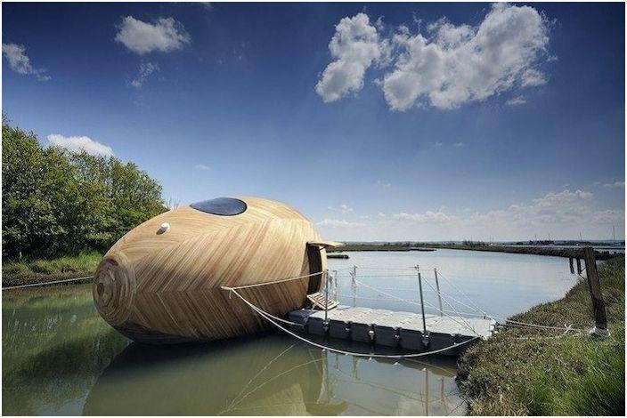 Яйцето Exbury е дървена плувка. средства.