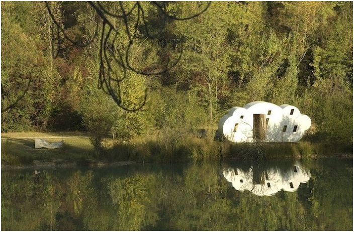 Le Nuage е селска къща с форма на облак.