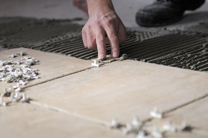 Монтаж напольного покрытия