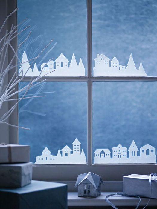 Къщи хартия на прозорците.