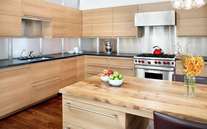Метални дръжки в интериора на кухнята