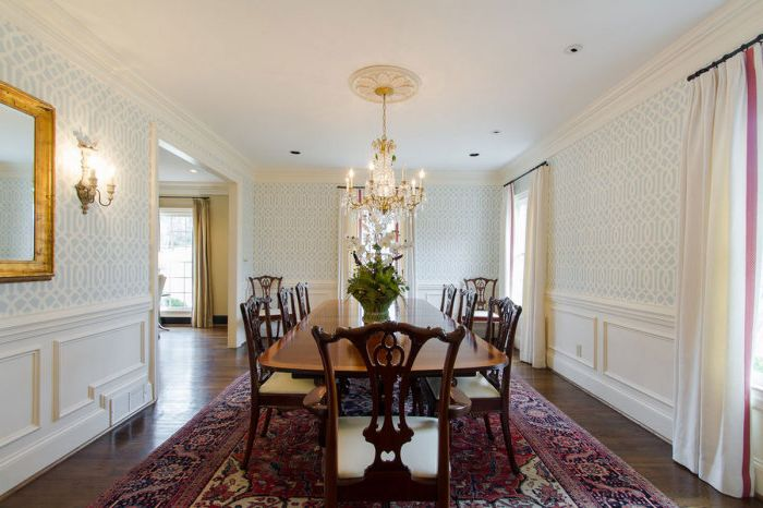 Тапетът по стените в трапезарията ще добави топлина в стаята и ще я направи по-удобна.