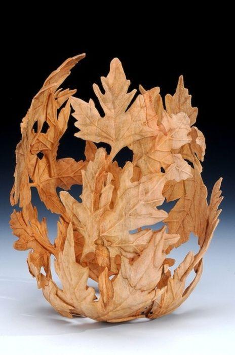 Rzeźba wykonana z liści i kleju wykonana z balonu.