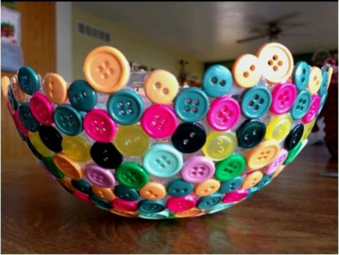 Ozdobna miseczka wykonana z guzików.